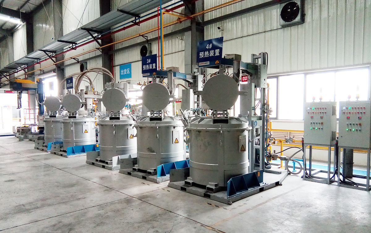 Molten aluminum ladle preheating equipment